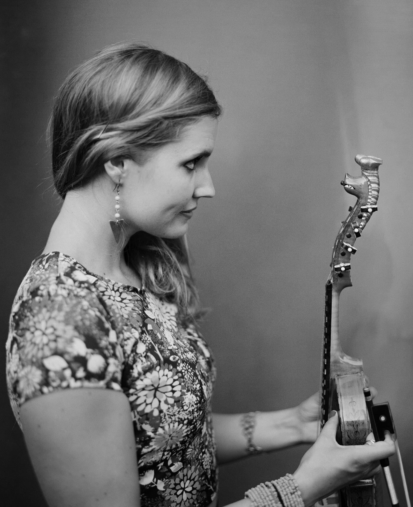 Rachel Nesvig looking at her Hardanger fiddle